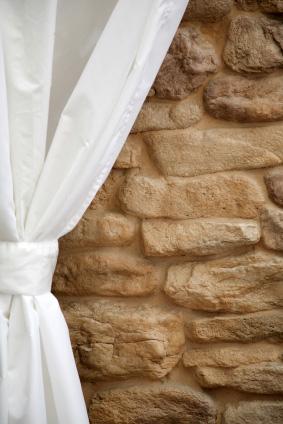 Idag kan man köpa såväl metervara som färdiga gardiner på postorder